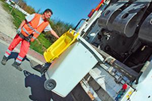 collecte des déchets par un camion